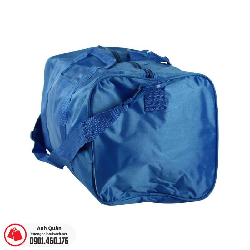 Mặt hông túi trống thể thao 03 màu xanh